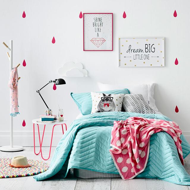 habitación niña decorada turquesa rosa fucsia