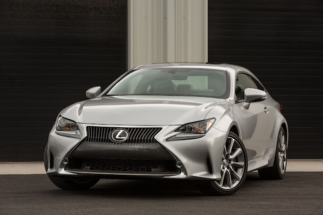 Front 3/4 view of 2015 Lexus RC350