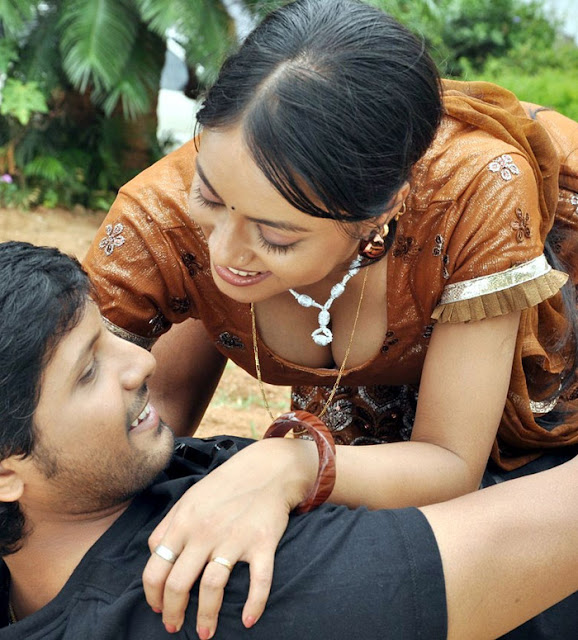 South Indian Movie Siruvani Wallpapers