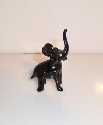 Fekete üveg elefánt