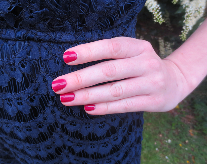 red nails manicure navy lace