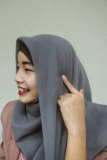 Tutorial Cara Memakai Hijab Hana ala Dewi Sandra