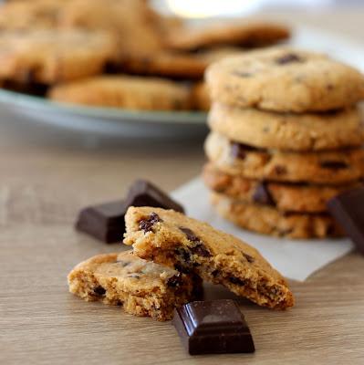 Illustration cookies beurre de cacahuète et chocolat noir