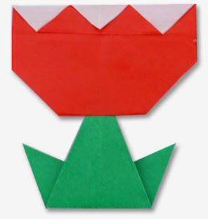 Bước 14: Dùng keo dán giấy gắn cánh hoa hoàn thành bước 9 lại với cành hoa hoàn thành ở bước 13 để hoàn thành cách xếp bông hoa tulip đang nở bằng giấy origami đơn giản.