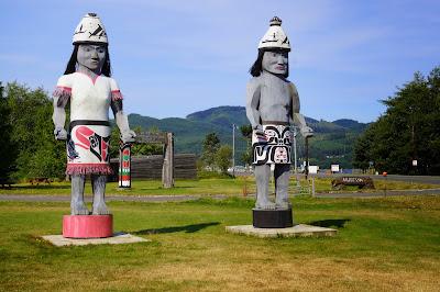 Makah statues