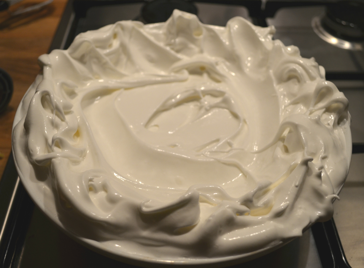 how to stop pavlova from sticking to baking paper