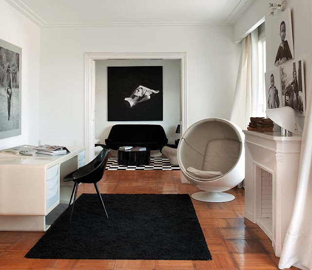 Ball Chair von Eero Aarnio, ADELTA und Lago Stuhl von Philippe Starck/DRIADE