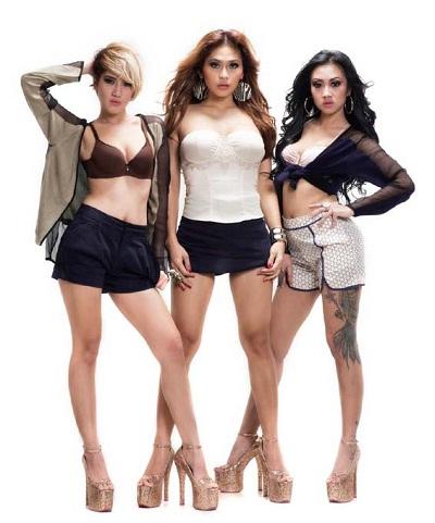 Foxy Girls Male Magazine