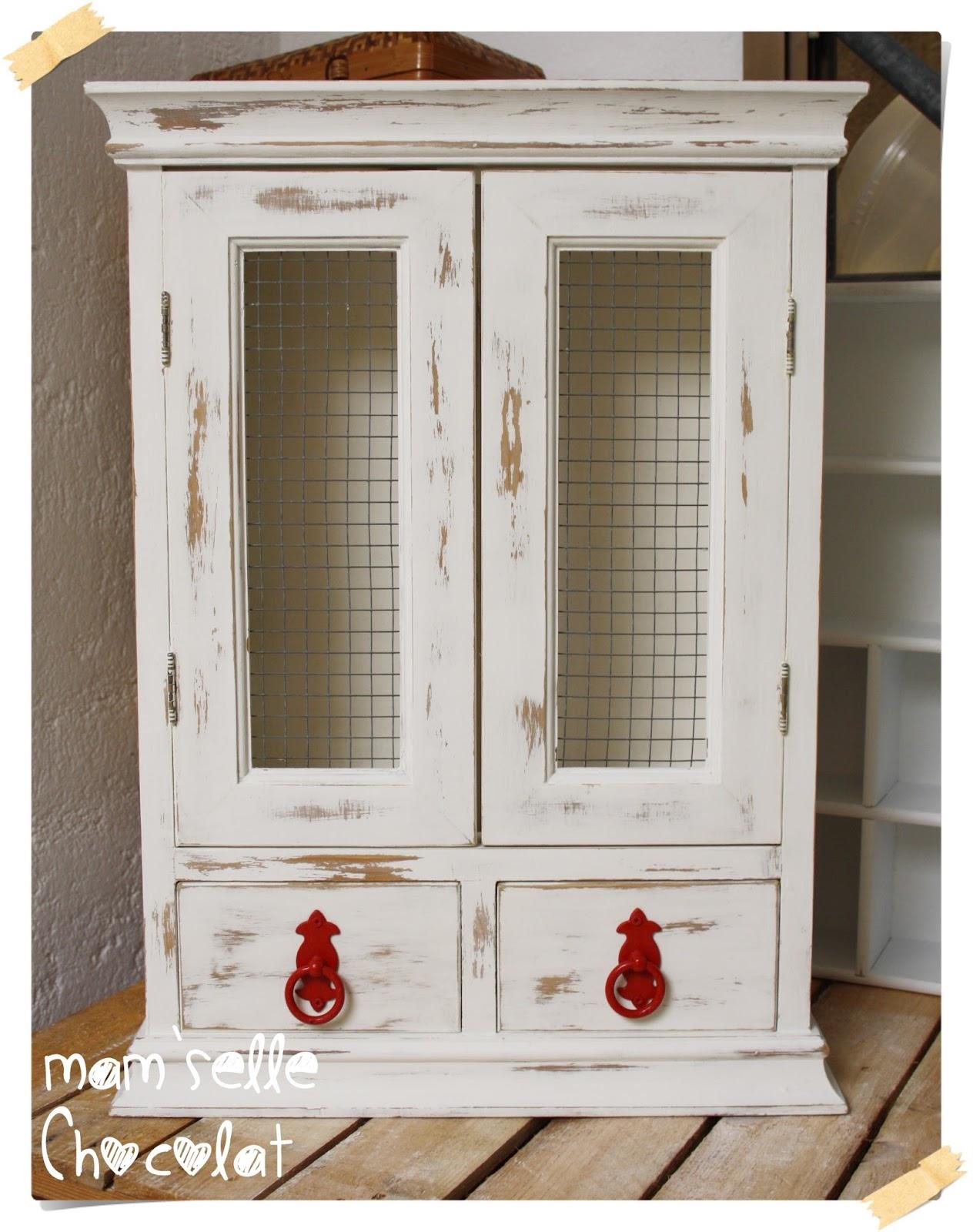 Restaurar un mueble con Pintura Chalky efecto decapado