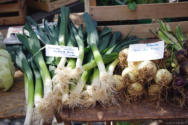 aliciasivert, alicia sivertsson, Le Nebourg, market day, vegetables, onions, marknad, grönsaker, frukt, lökar, lök, leek, purjolök
