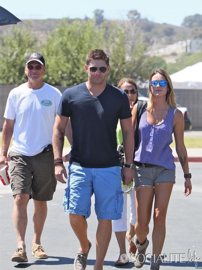 Jensen Ackles E Sua Esposa Danneel Ackles Foram Fotografados Em Malibu