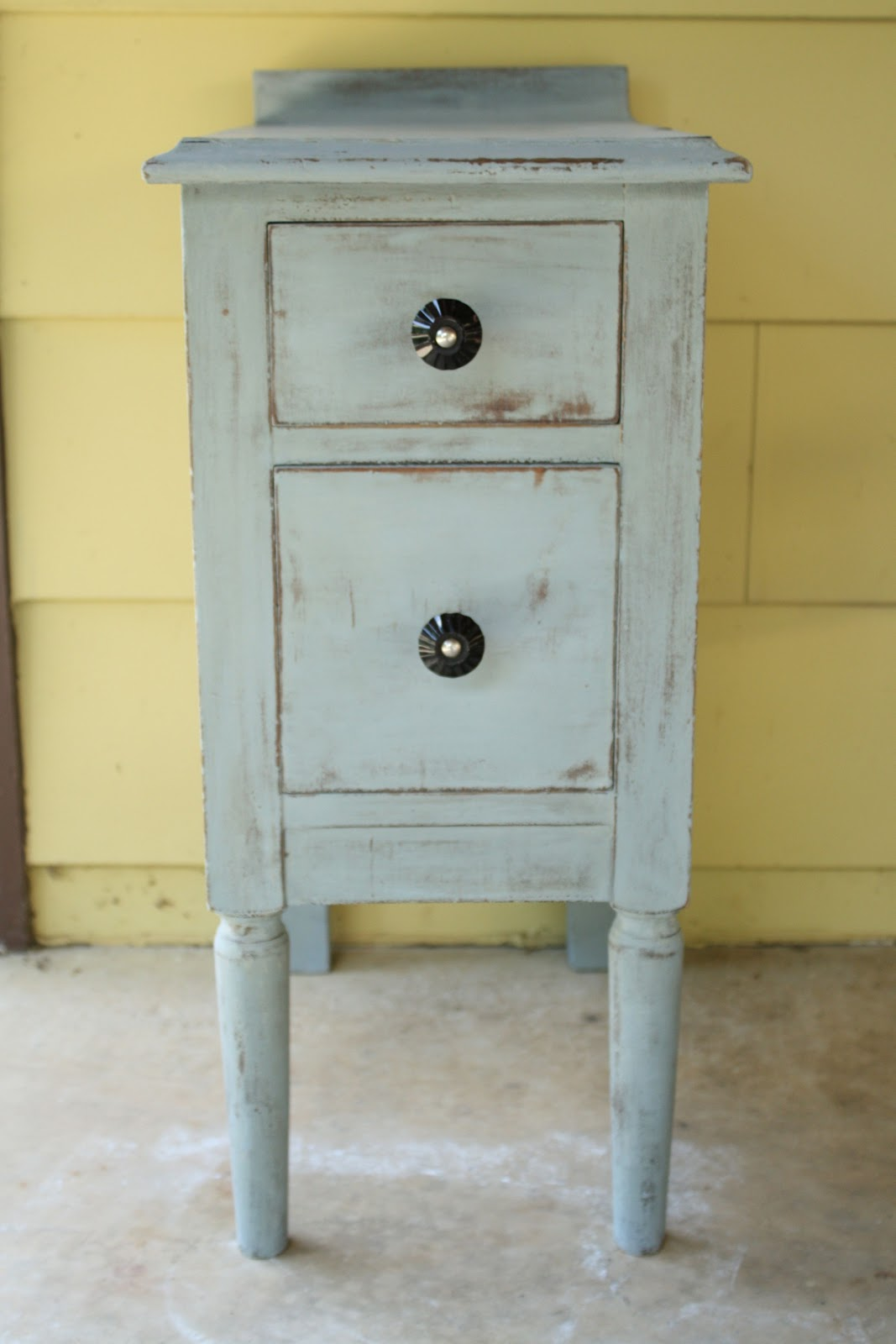 Remodelaholic furniture painting series part 3 old for Furniture paint