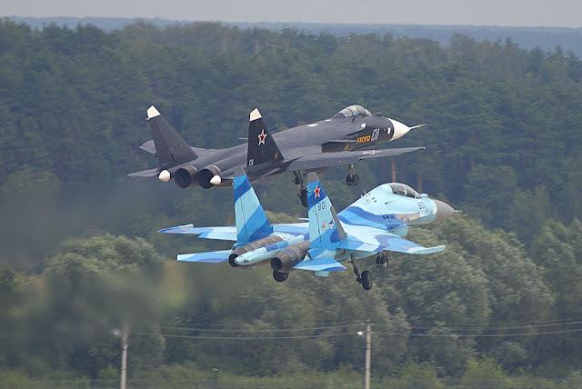 su-35, su-47 at MAKS 2003