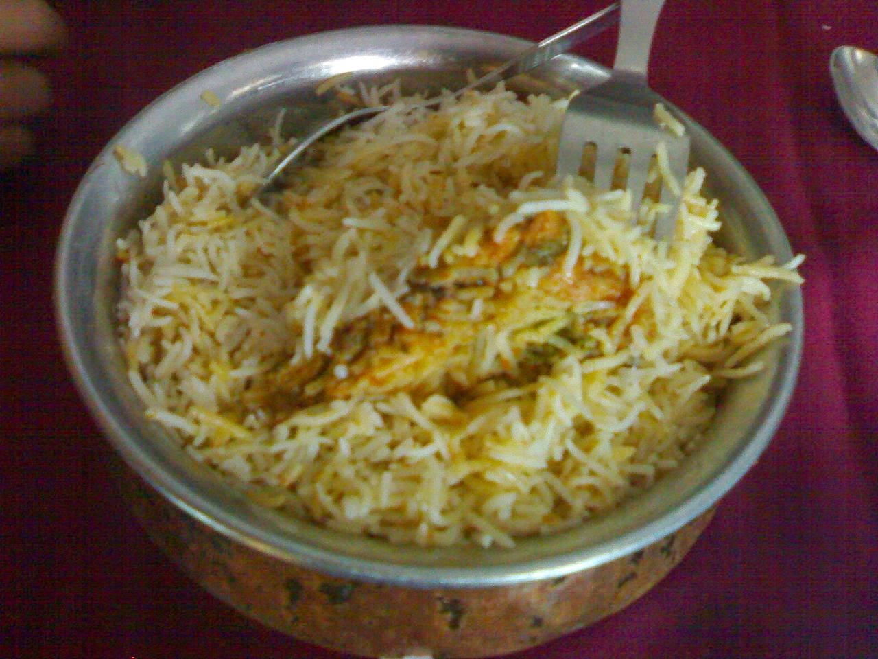 street food cuisine du monde recette de riz basmati au poulet hyderabadi biryani ramadan inde. Black Bedroom Furniture Sets. Home Design Ideas