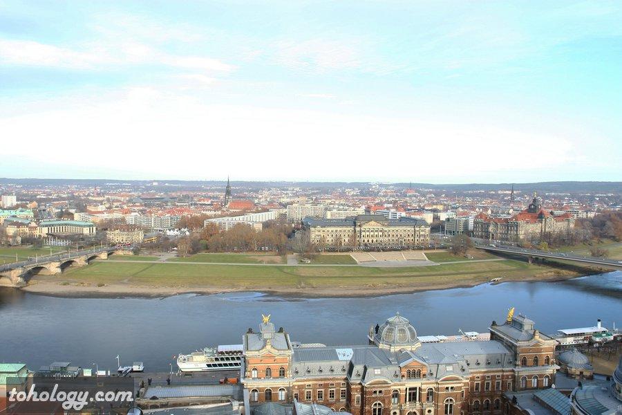 A view over Dresden from Frauenkirche Dresden observation deck / Вид на Дрезден со смотровой площадки Фрауэнкирхе