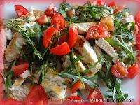 Insalata di petto di tacchino, melograna, pomodorini e rucola