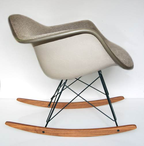 rocking chair tissu gris eames love design. Black Bedroom Furniture Sets. Home Design Ideas