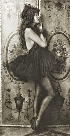La Costello, con un vestido fascinante, delgada y melenaza