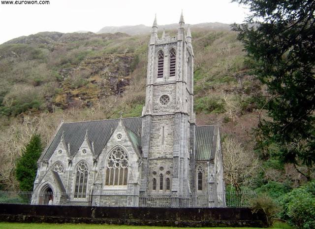 Pequeña iglesia neogótica de la abadía de Kylemore