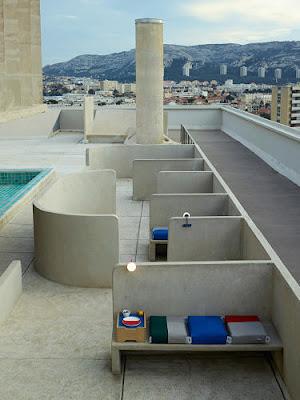 Apartment No. 50 in Marseille von Schweizer ECAL Designstudenten neu gestaltet - Dachgarten im Le Corbusier Design