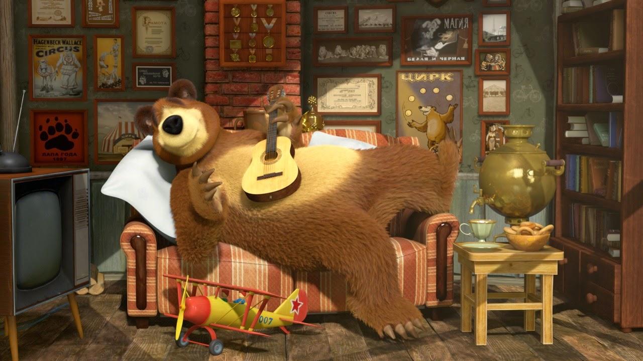 Картинки Маша и Медведь. Медведь играет на гитаре