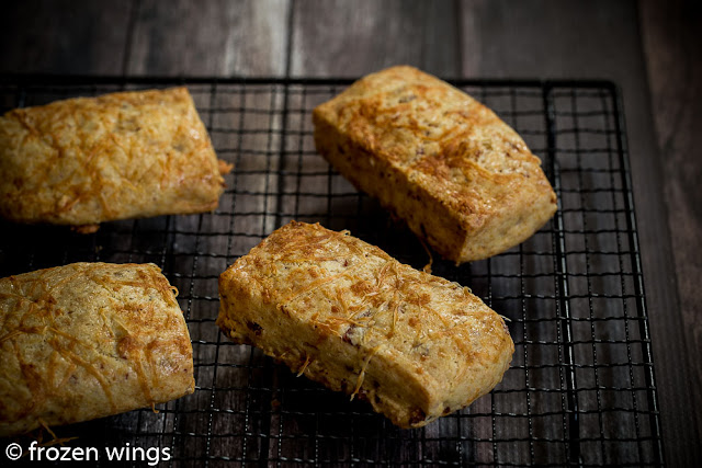 bacon and cheese scones ( thomas keller )