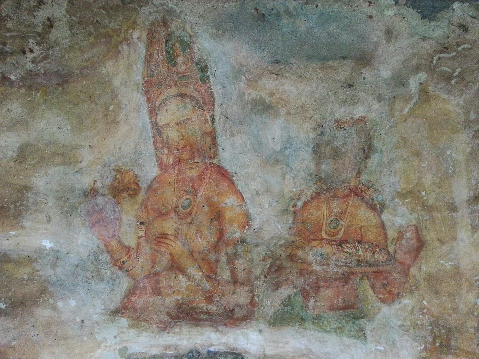 Древние тысячелетние фрески повреждены временем, дошли до нашего времени, наших дней, Сигирия