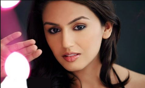 Actress Huma Qureshi Wallpapers