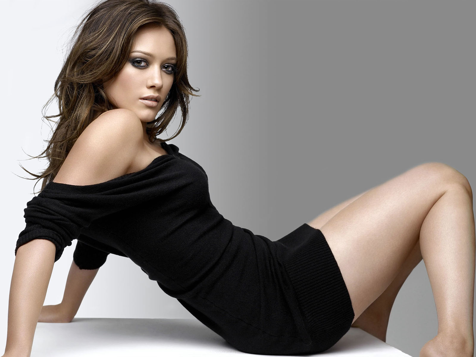 http://2.bp.blogspot.com/-Zs28tJ_F5bs/Ttb9keEOO8I/AAAAAAAAARI/bM1u6R9fFZk/s1600/Hilary-Duff-pictures-desktop-Wallpapers-HD-photo-images-2.jpg