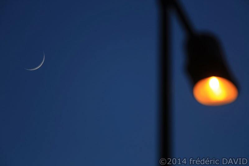 ciel croissant Lune nuit lampadaire Seine-et-Marne