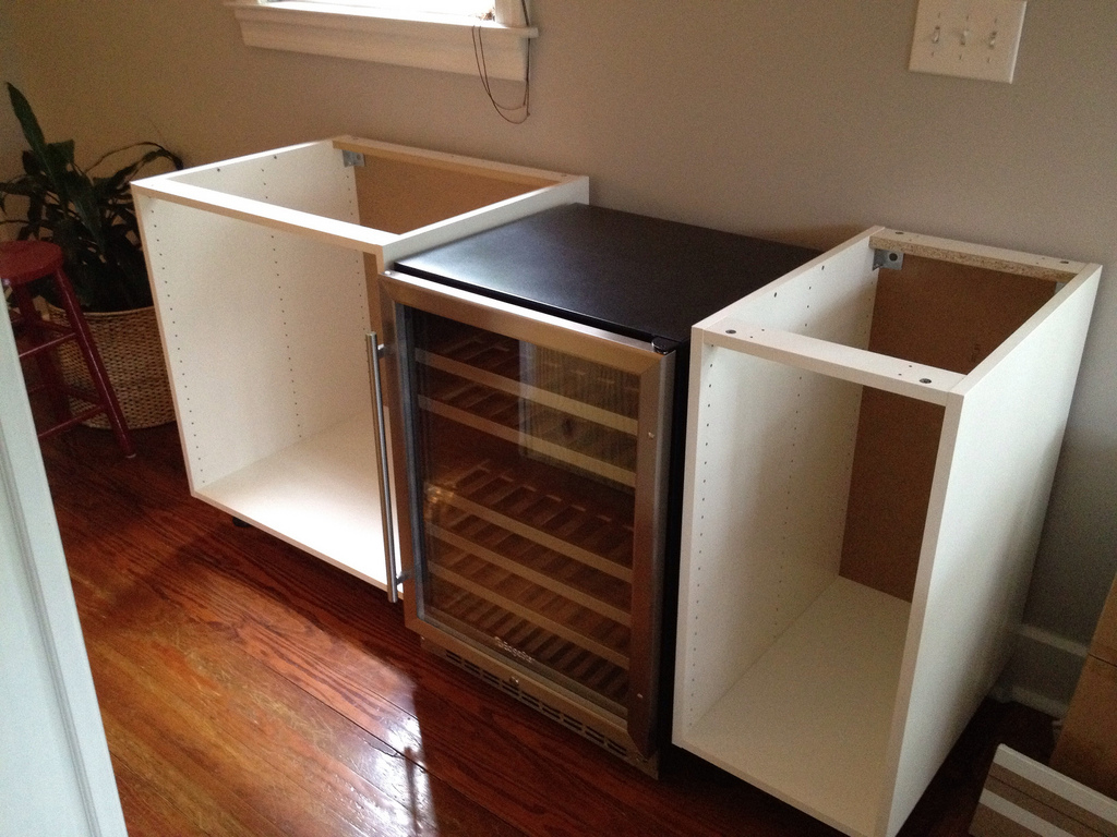 Numerar akurum diy chic wine bar ikea hackers for How to build a mini bar cabinet