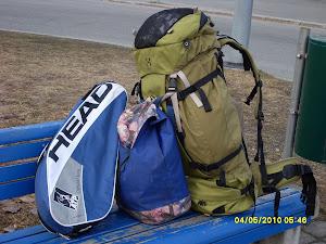 Tennistunteja varten on tennisvalmentajalla monasti monenlaista kannettavaa