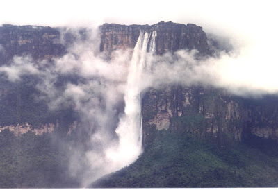 Angel_Falls_in_Canaima_National_Park_in_Venezuela