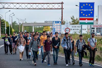igazságtalan Magyarországot elítélni a migránsokkal szembeni érzéketlen - sőt, rasszista - bánásmódért, amikor az elítélőnek messze nagyobb a felelőssége a válságért
