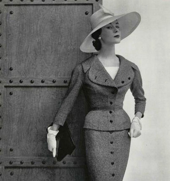 Jacques Fath, 1954. Photo by Philippe Pottier #1950s #fashion #suit