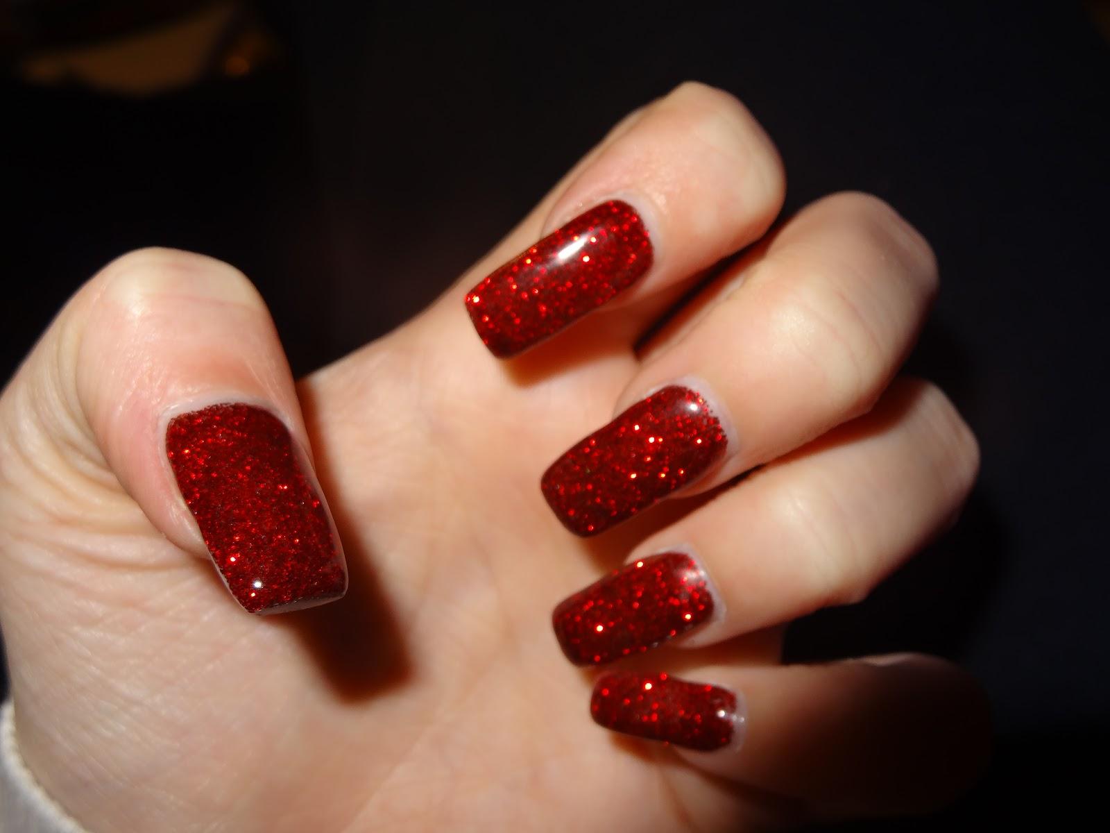 röda glitter naglar