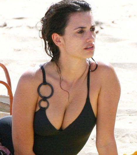 Penelope Cruz nackt, Oben ohne Bilder, Playboy Fotos,