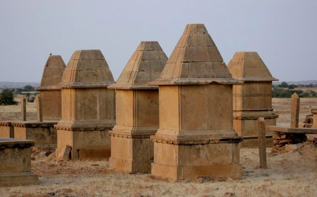 Structures near the graveyard in Kuldhara
