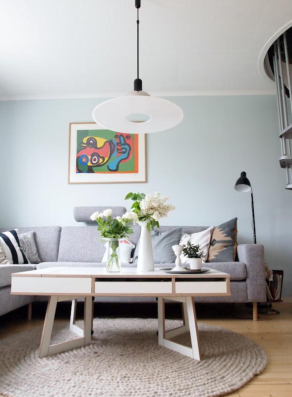 Urban retro: lyseblå stue!