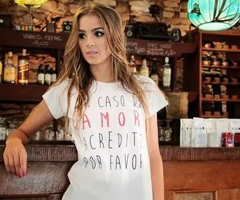 Camiseta Estilosa Em Caso de Amor
