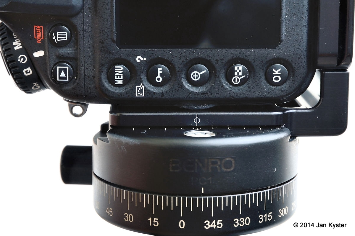 Hejnar ND800 MLB attached on Nikon D800 vertical plate center mark detail