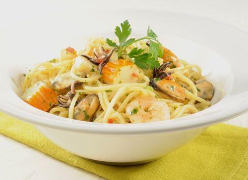 Spaghetti aux fruits de mer les pieds sous la table - Spaghetti aux fruits de mer ...