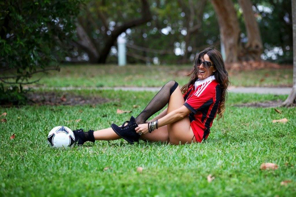 الموديل الايطالية كلوديا روماني تقرر الدخول في عالم تحكيم مباريات كرة القدم