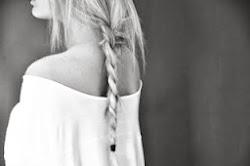 Y a veces nos sentimos tan solos, que no nos damos cuenta de quien esta a nuestro lado.