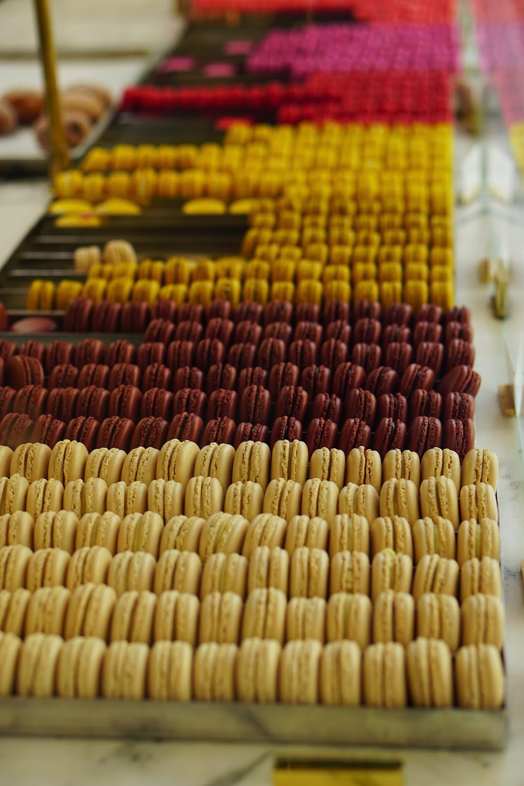 Bottega Louise, Los Angeles Hot Spot, Best Desserts In Los Angeles, Macaroons, Colorful Macaroons