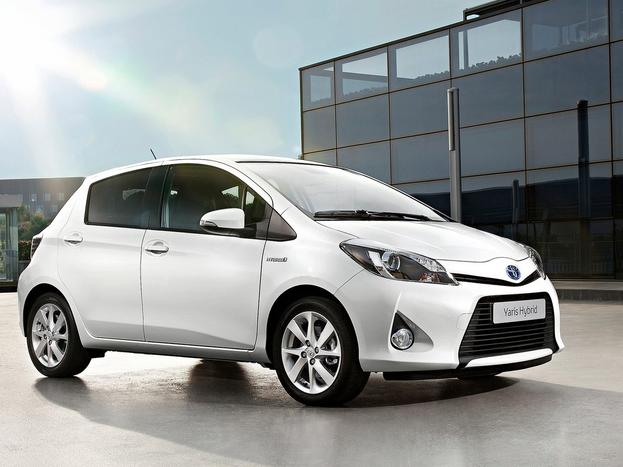 2013 toyota yaris hybrid review. Black Bedroom Furniture Sets. Home Design Ideas