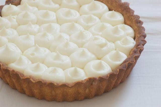 פאי פסיפלורה ויוגורט בציפוי קרם שוקולד לבן