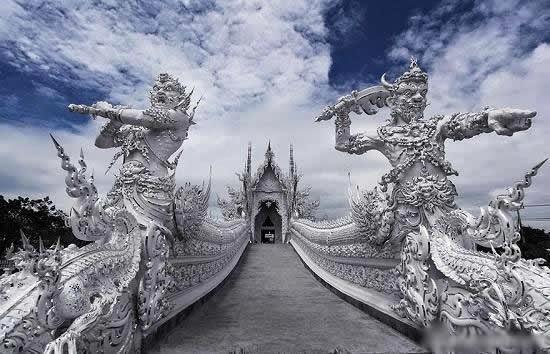 المعبد الأبيض..من أجمل الأبنية في العالم White-temple-thailand-Wat_Rong_Khun-long-street