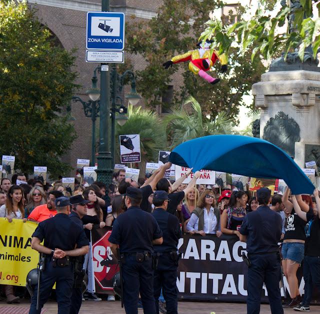 Fiestas del Pilar 2012 - anti-taurina zaragoza