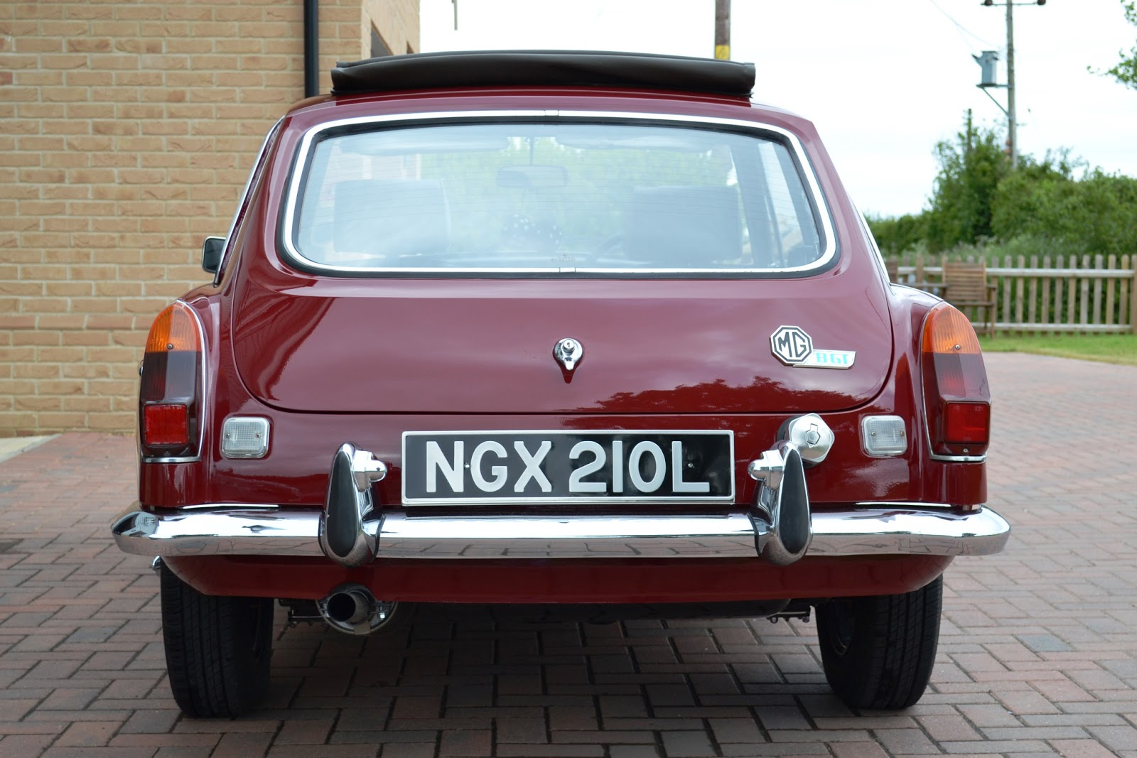 Nigel 72 Mgb Gt British Leyland Radio Wiring The Untouched Rear End Reversing Lights Do Need Replacing As They Have Faded